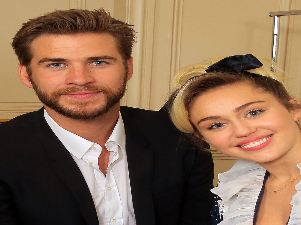 Does This Photo Mean Miley Cyrus & Liam Hemsworth Got Hitched?
