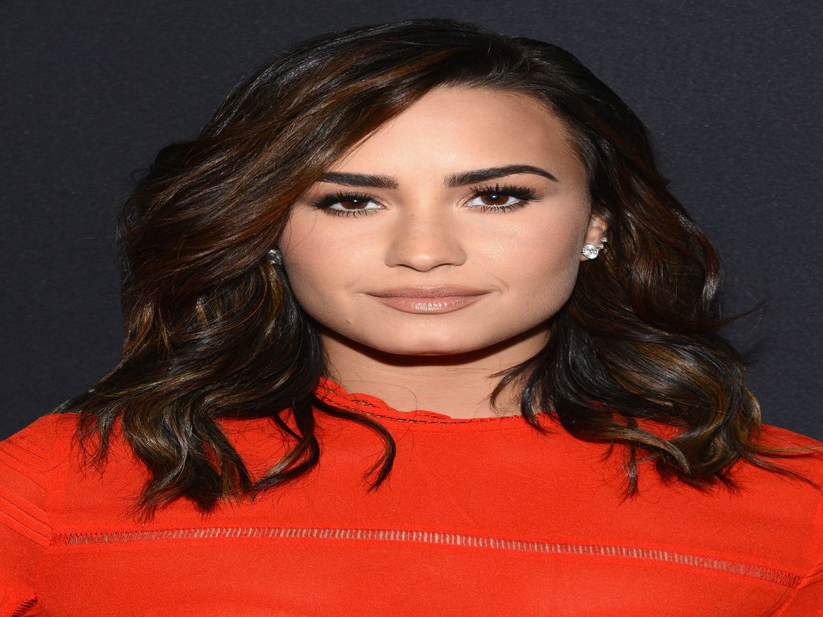 How Talking To Victoria s Secret Models Helped Demi Lovato Love Her Body