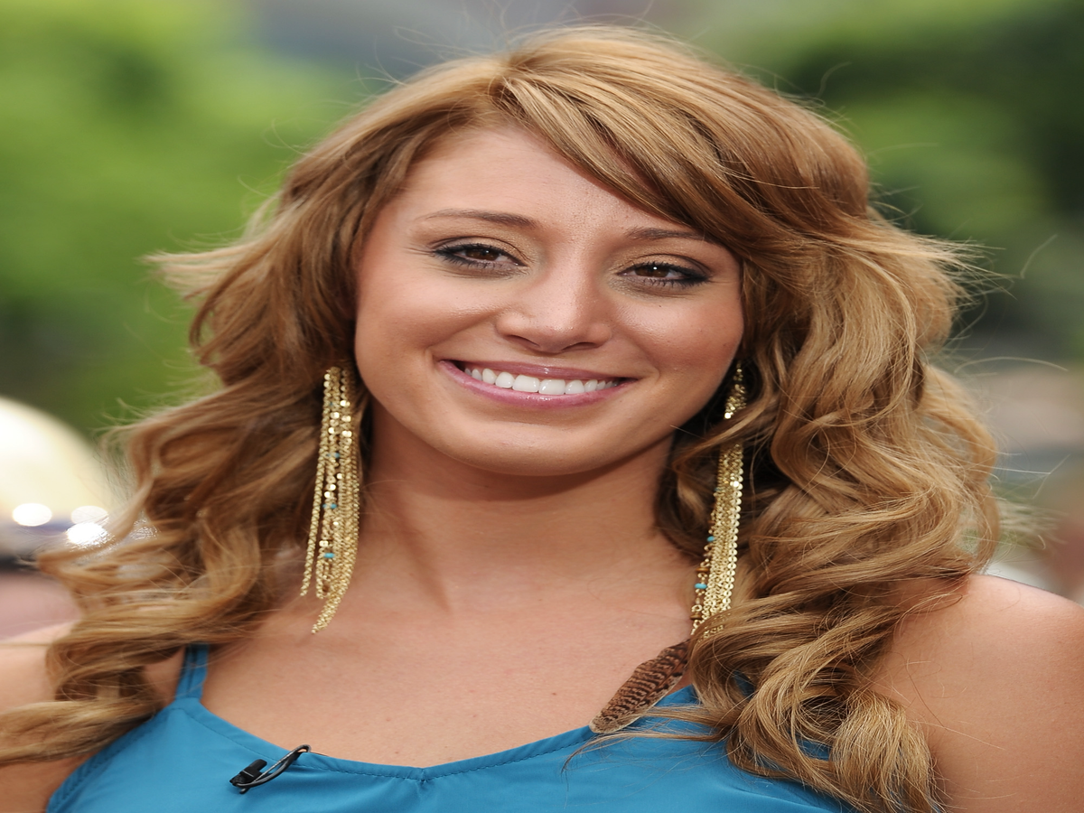 Former Bachelor Winner Is Pregnant With Twins