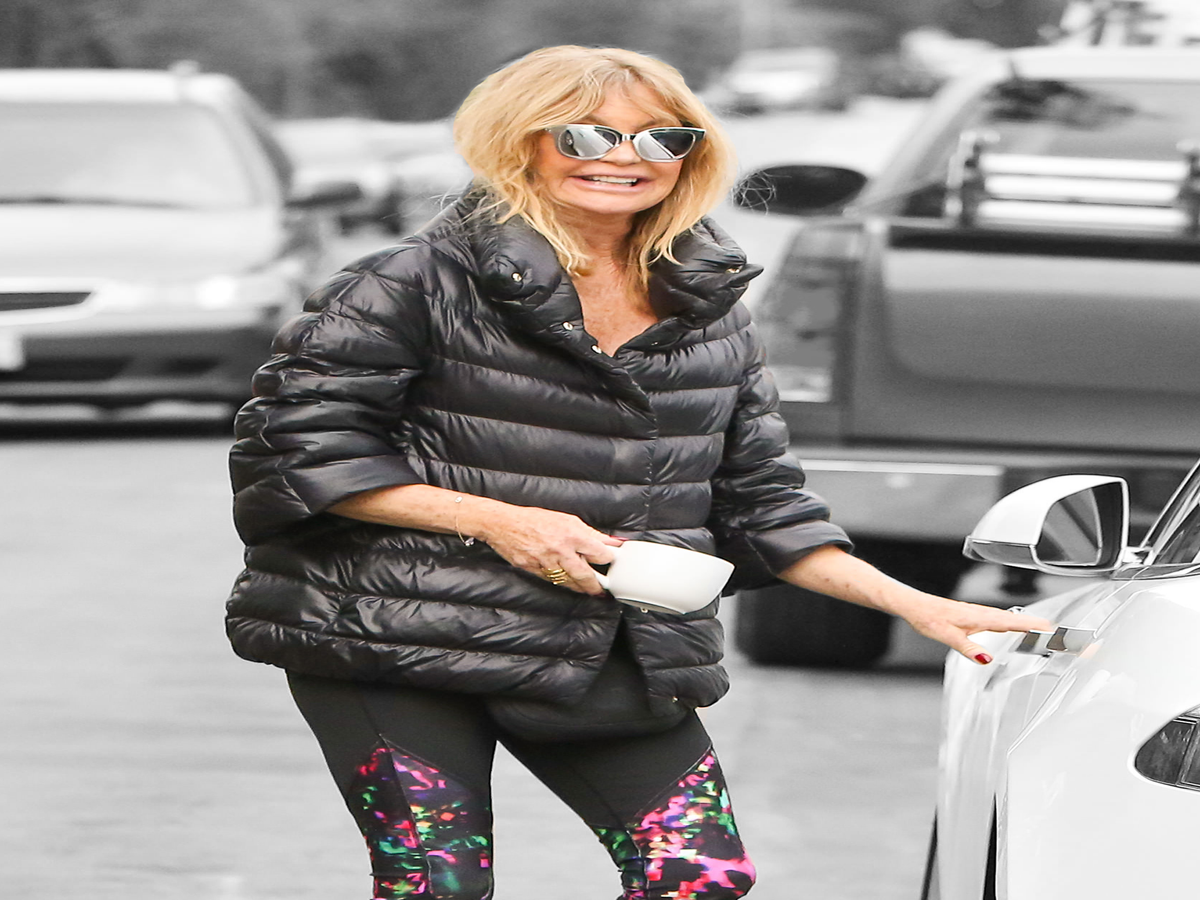 Goldie Hawn Takes A Cue From Rihanna, Trades Wine Glass For Coffee Mug