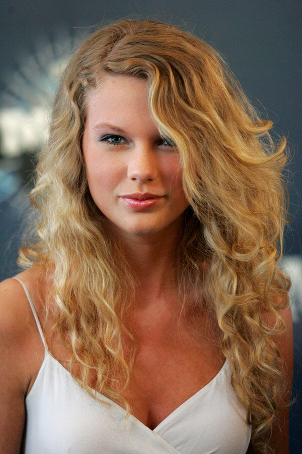 Taylor swift hair short long hairstyles best looks you have to see taylor swifts beauty evolution urmus Images