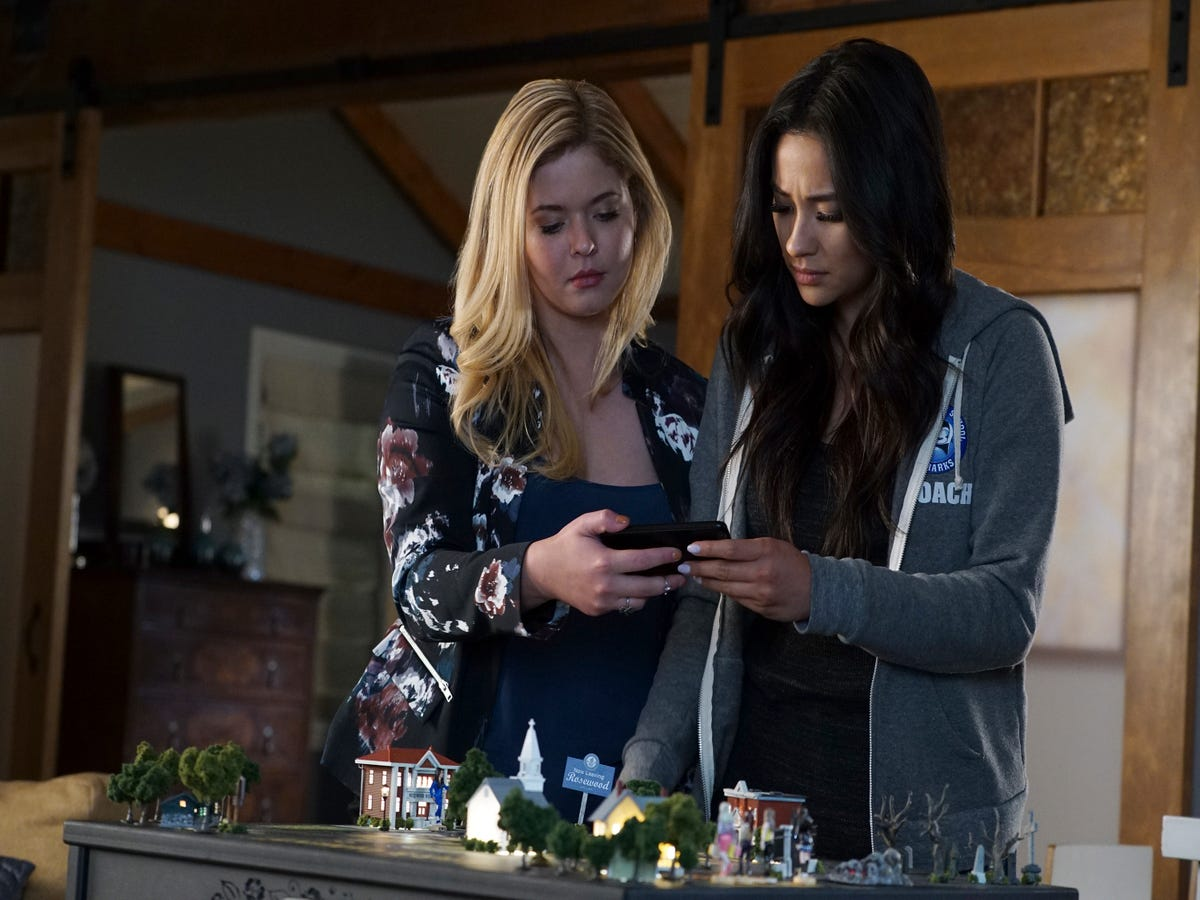 Pretty Little Liars Season 7, Episode 12 Recap:  These Boots Were Made for Stalking
