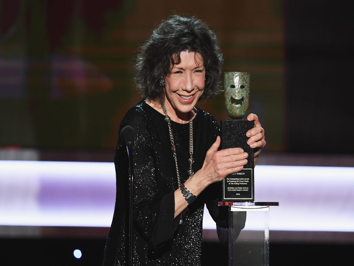 Lily Tomlin with lifetime achievement award