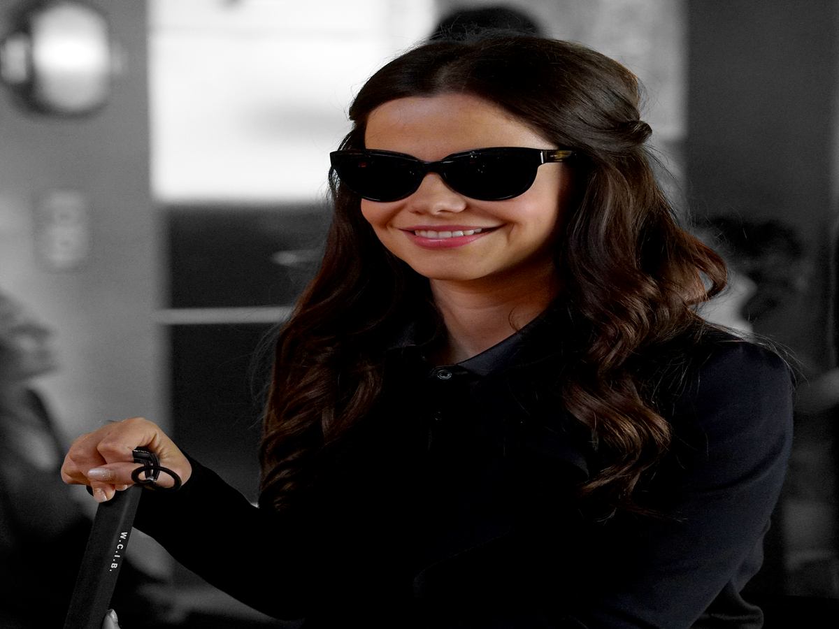 Don't Read Too Much Into Jenna's Braille Book On Pretty Little Liars
