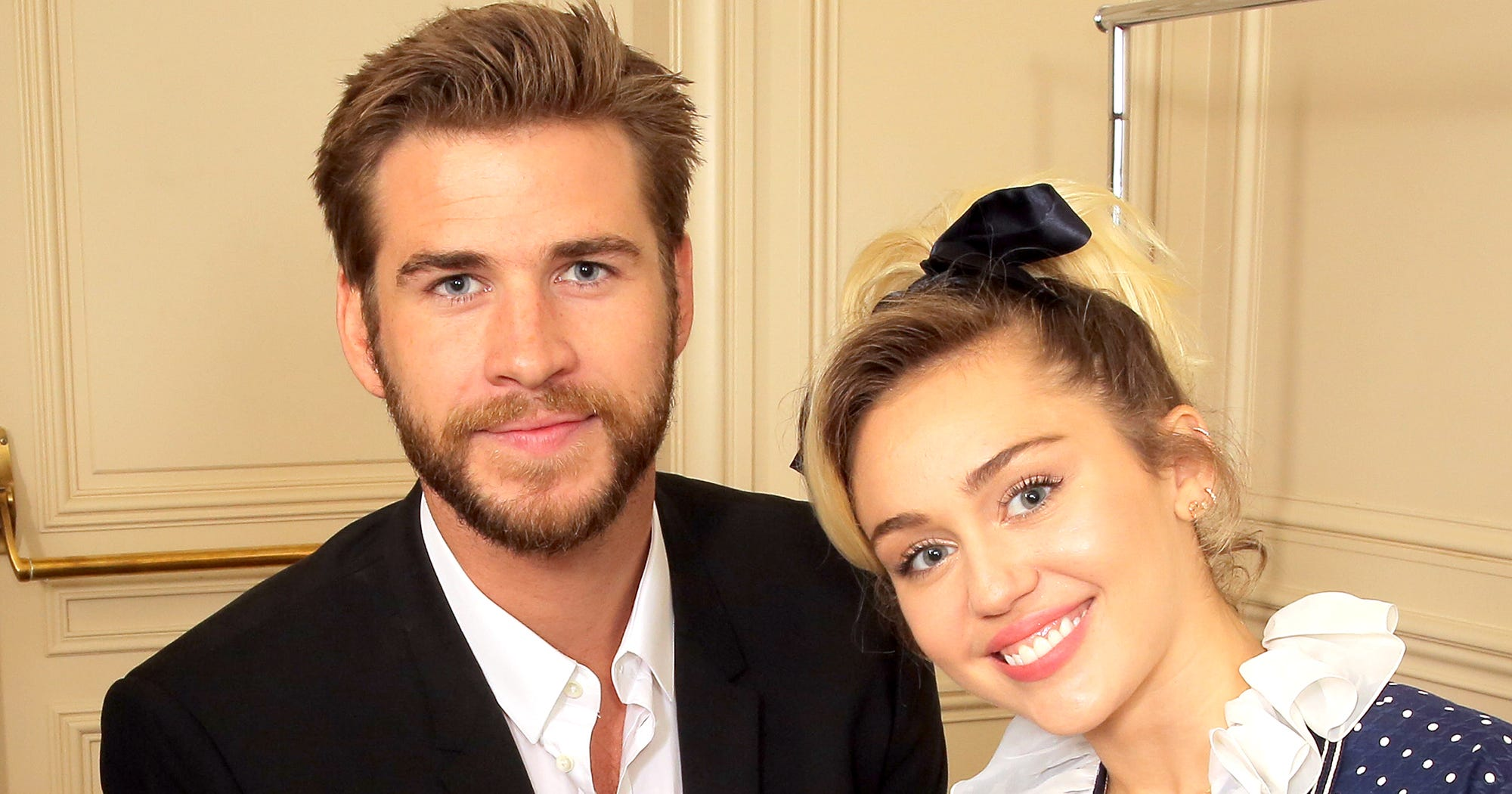 This Kissing Selfie Of Miley Cyrus & Liam Hemsworth Is Mystifying