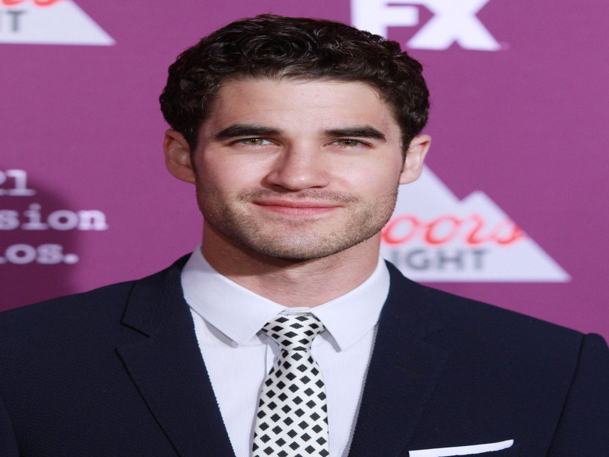 This Nude Selfie Of Darren Criss Is Getting Everyone Hot & Bothered