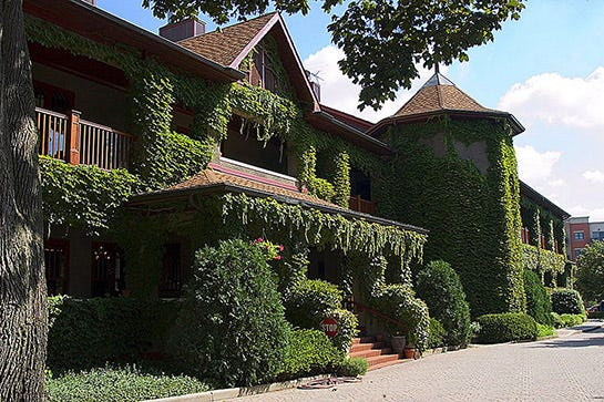 The Archivist: 7 Chicago-Area Wineries Perfect For A Fall Getaway