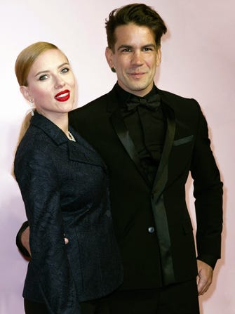 Scarlett Johansson Sets A Wedding Date