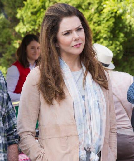 Anne Hathaway Movies On Netflix: Lauren Graham Gilmore Girls Cried Emotional Reaction
