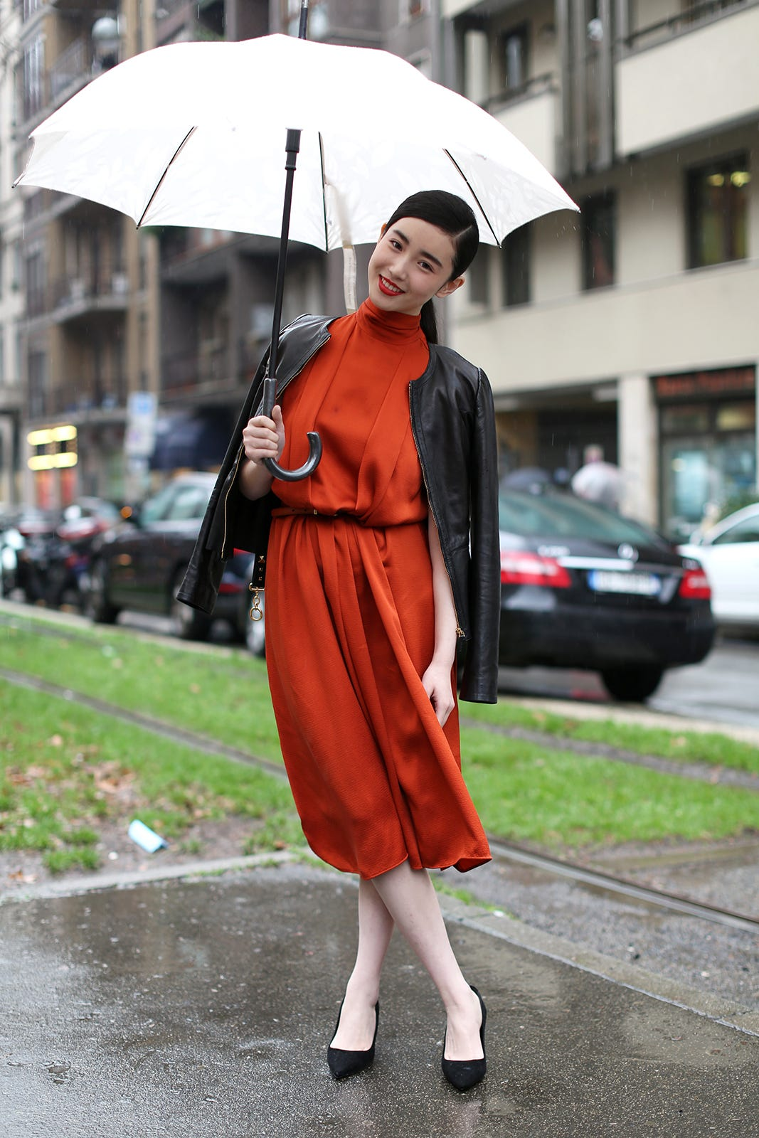 rainy day outfit inspiration The Fashion Co chic umbrella