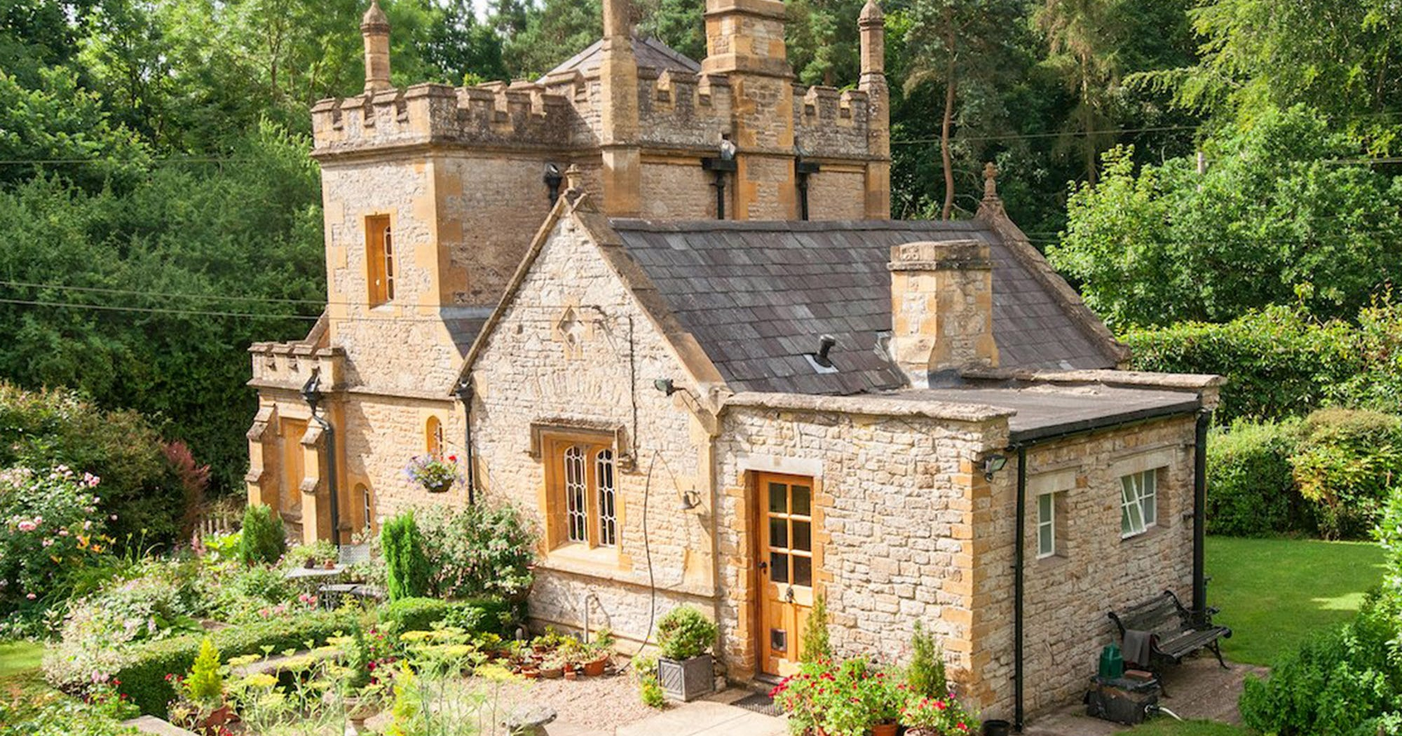Mollys Lodge Smallest Castle In England For Sale