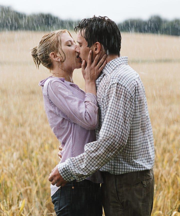 Kissing in the rain not so romantic movie scenes for Nice romantic scenes