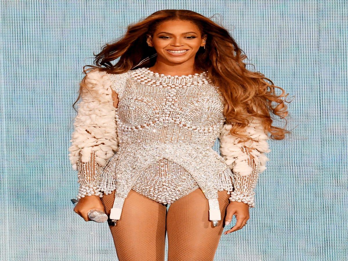 We Swear It s Déjà Vu: Beyoncé s Hair Is Back To Brown