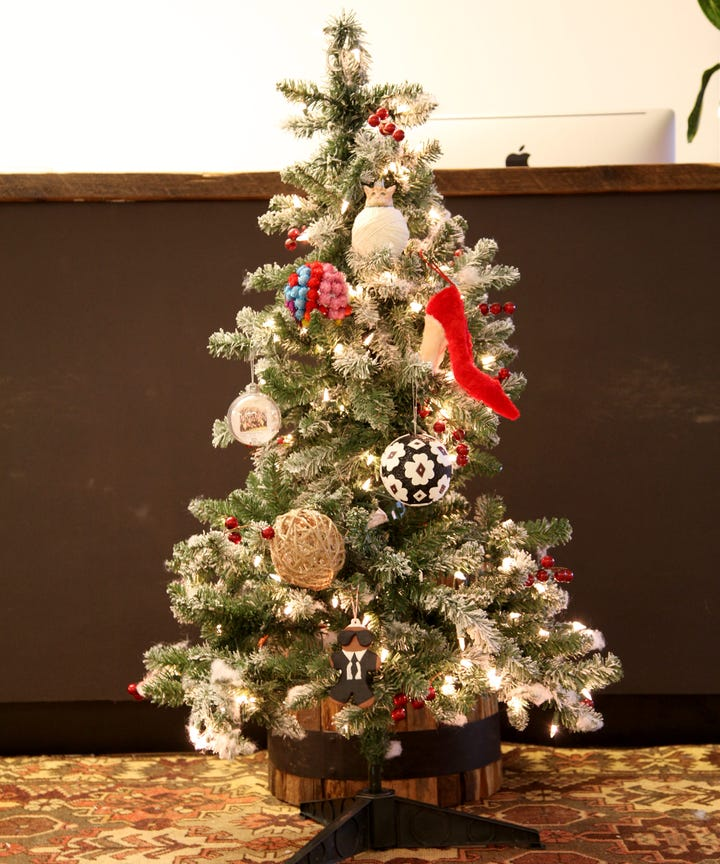 the small space guide for holiday decorating - Christmas Decorations For Small Spaces