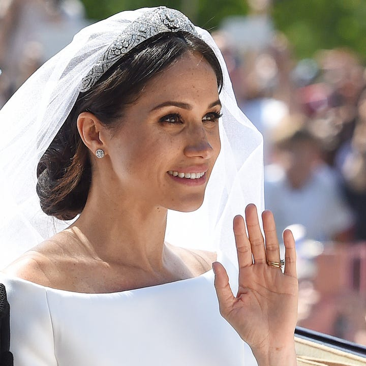 This Is Why Meghan Markle S Wedding Day Bun Was Messy