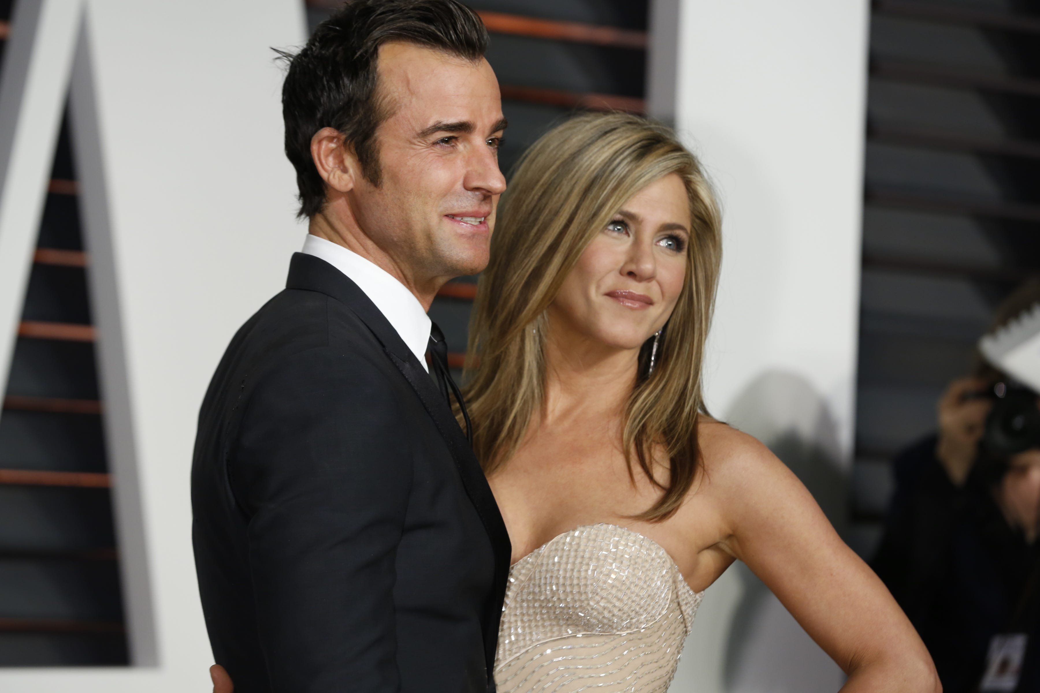 Exes Justin Theroux & Jennifer Aniston Reunite To Mourn The Loss Of Their Dog