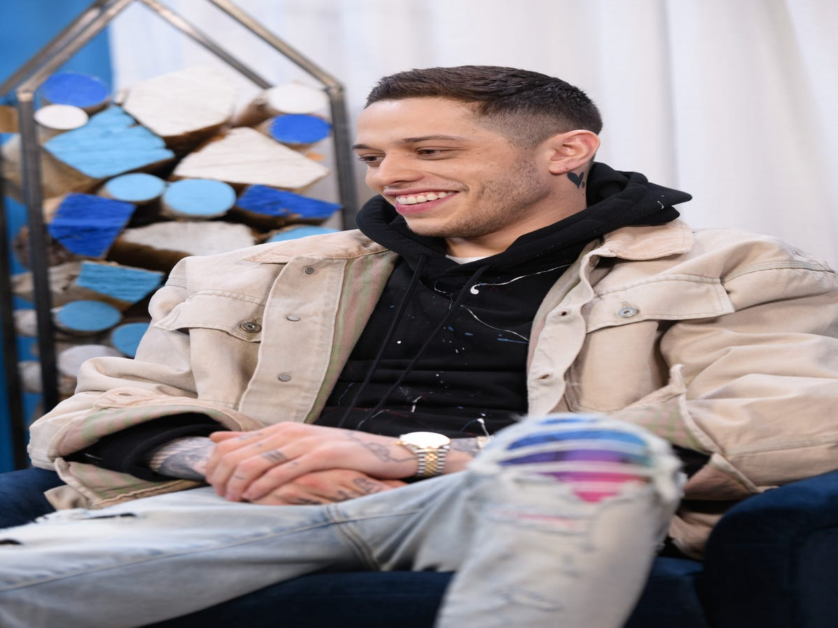Pete Davidson s PDA Moment Reveals Another New Neck Tattoo