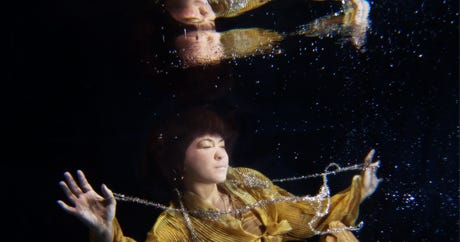 10 Incredible Underwater Portraits Of Cancer Survivors