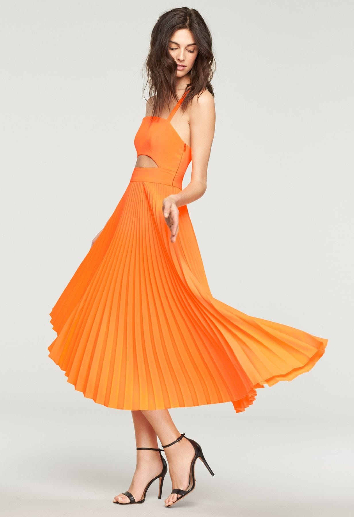 364730ea80 How To Wear Orange Clothing - Summer 2018 Color Trend