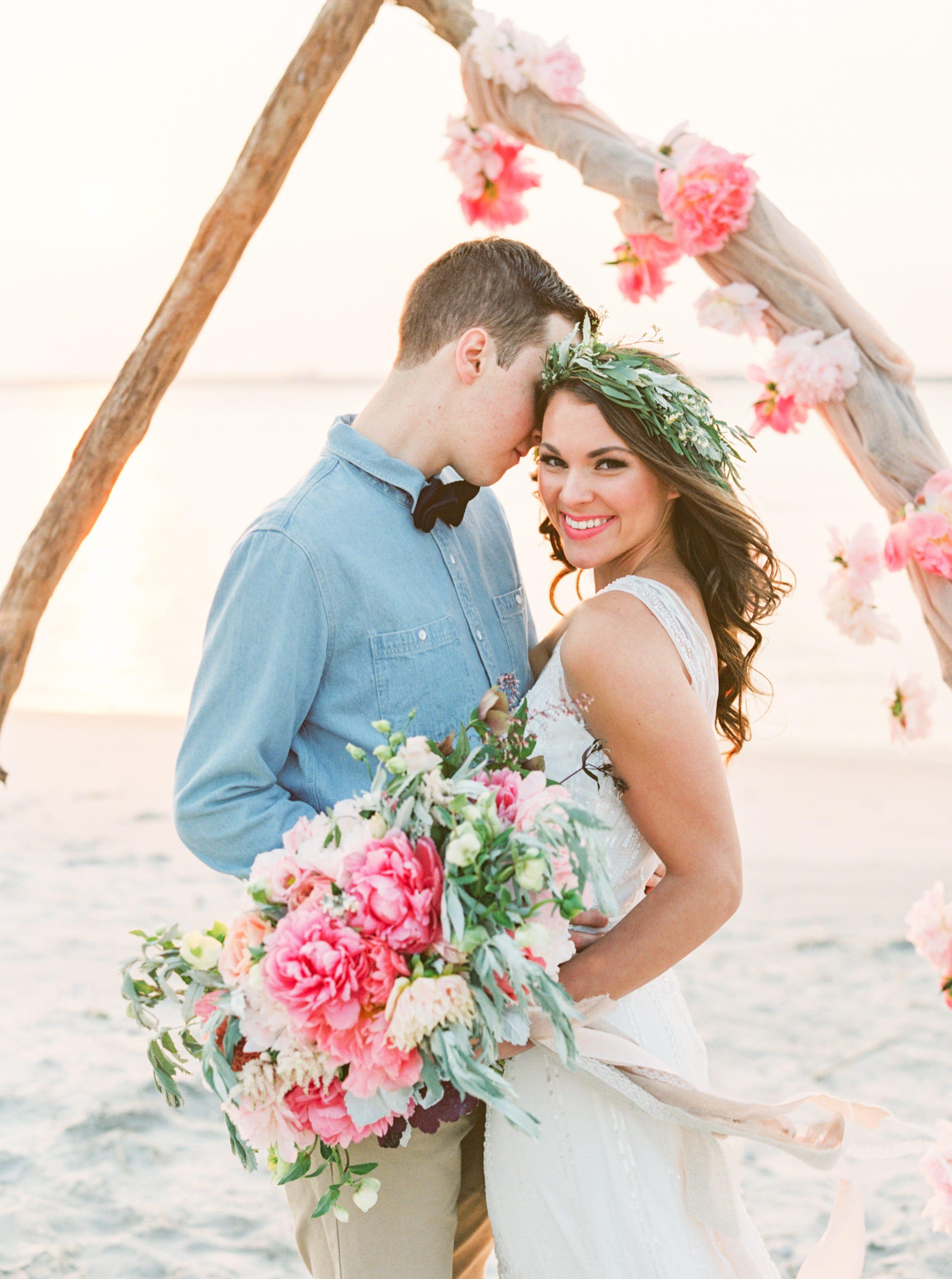 Beach Wedding Pictures - Pretty Beachside Ceremonies