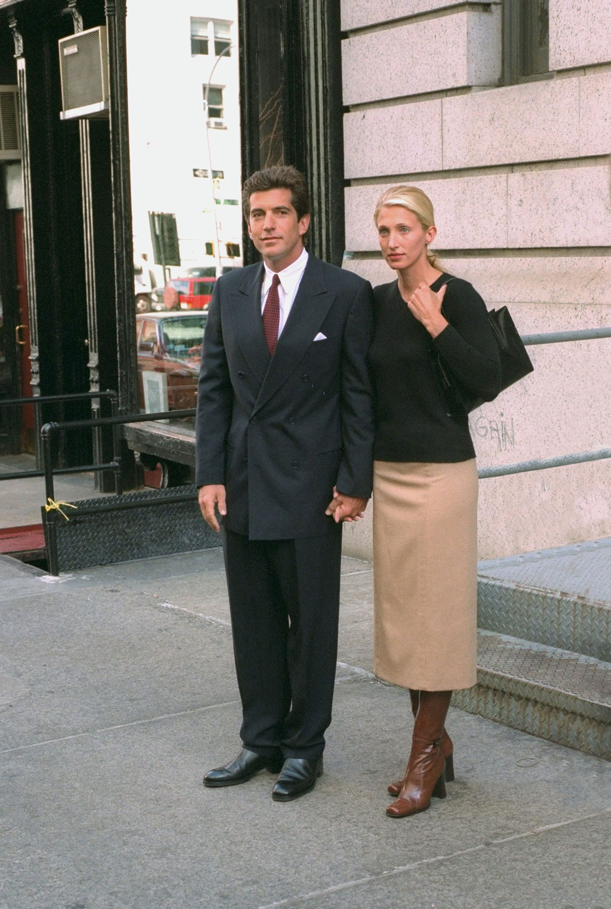 89c9247081105 Your New  90s Style Inspiration Is Carolyn Bessette-Kennedy