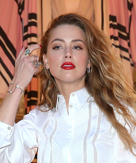 Amber heard shows wedding ring pictures johnny depp amber heard reveals wedding ring from johnny depp sciox Image collections