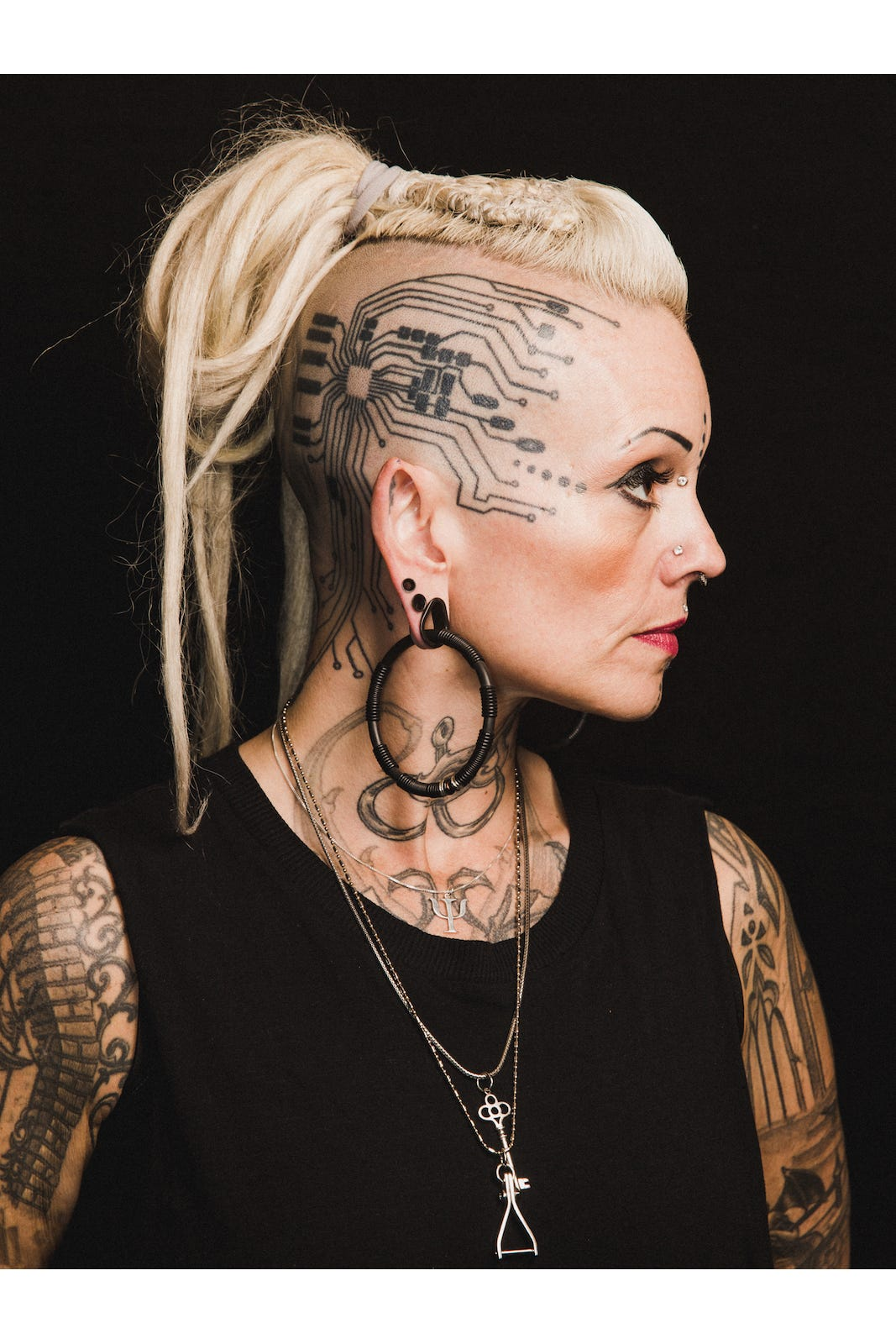 Extreme Body Modification - Tattoos, Implants, Piercing
