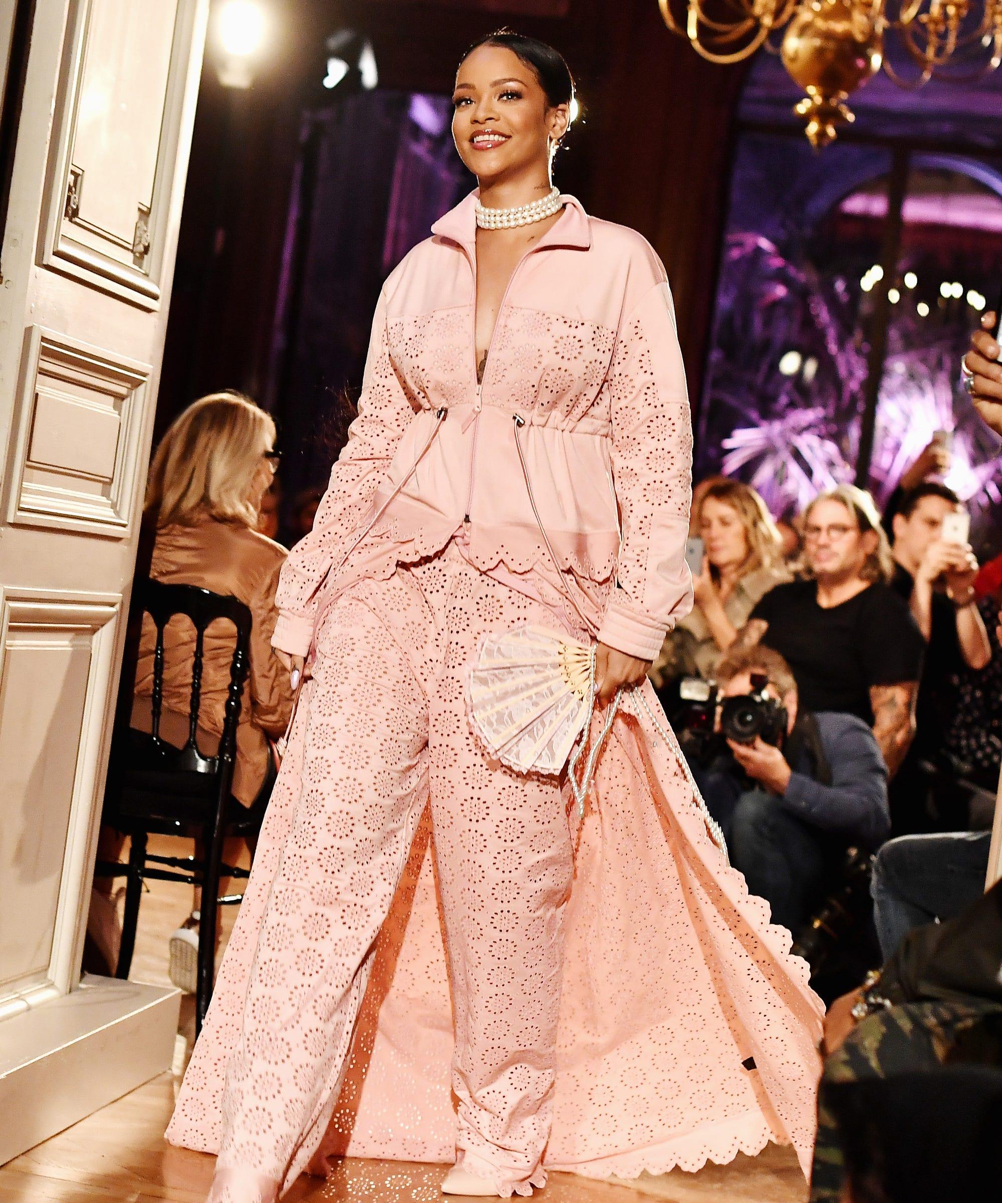 7c7c4cc7c4e2 2016 Best Fashion Moments - Rihanna Bill Cunningham