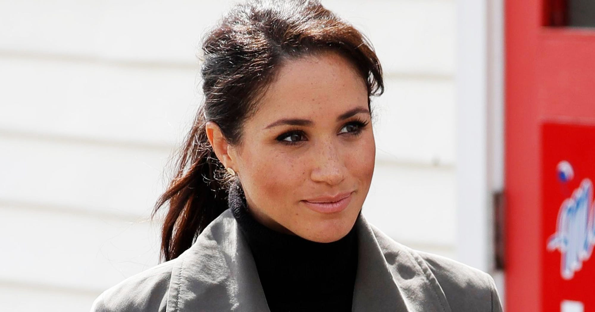 Here's What Really Went Down After Meghan Markle's Dad Allegedly Staged Those Pap Pics