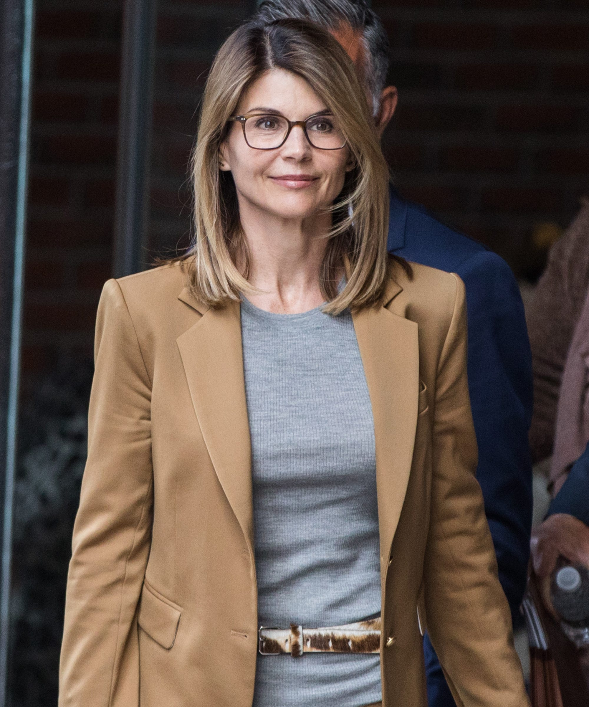 Lori Loughlin Analyzed Her Own Courtroom Body Language & It's Not Great