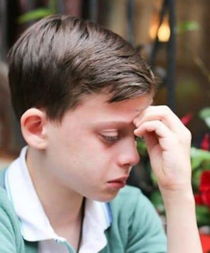 Белобрысый мальчик гомосексуалист