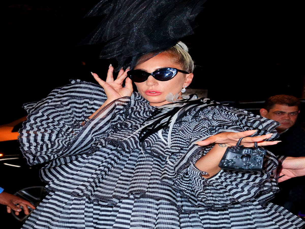 Lady Gaga Arrived At The Met Gala With The Wildest Fake Lashes We ve Ever Seen