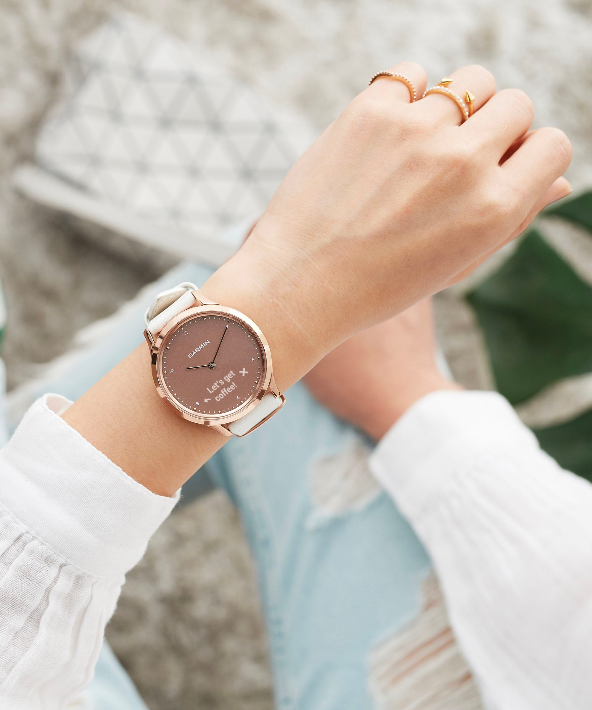 Analog & Tech Meet In This Very Stylish, Very Millennial Smartwatch