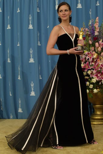 In Case You Were Wondering What Hened To Julia Roberts 2001 Oscars Dress
