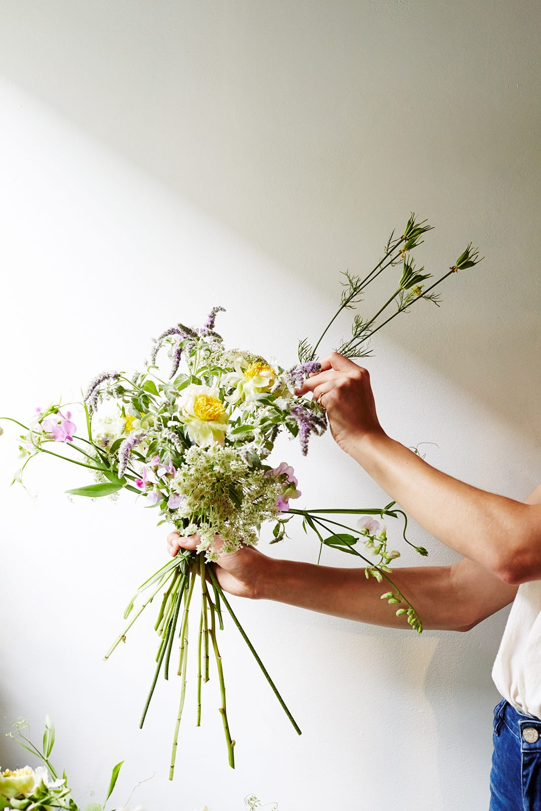 Diy wedding bouquets flower arranging tips izmirmasajfo Choice Image