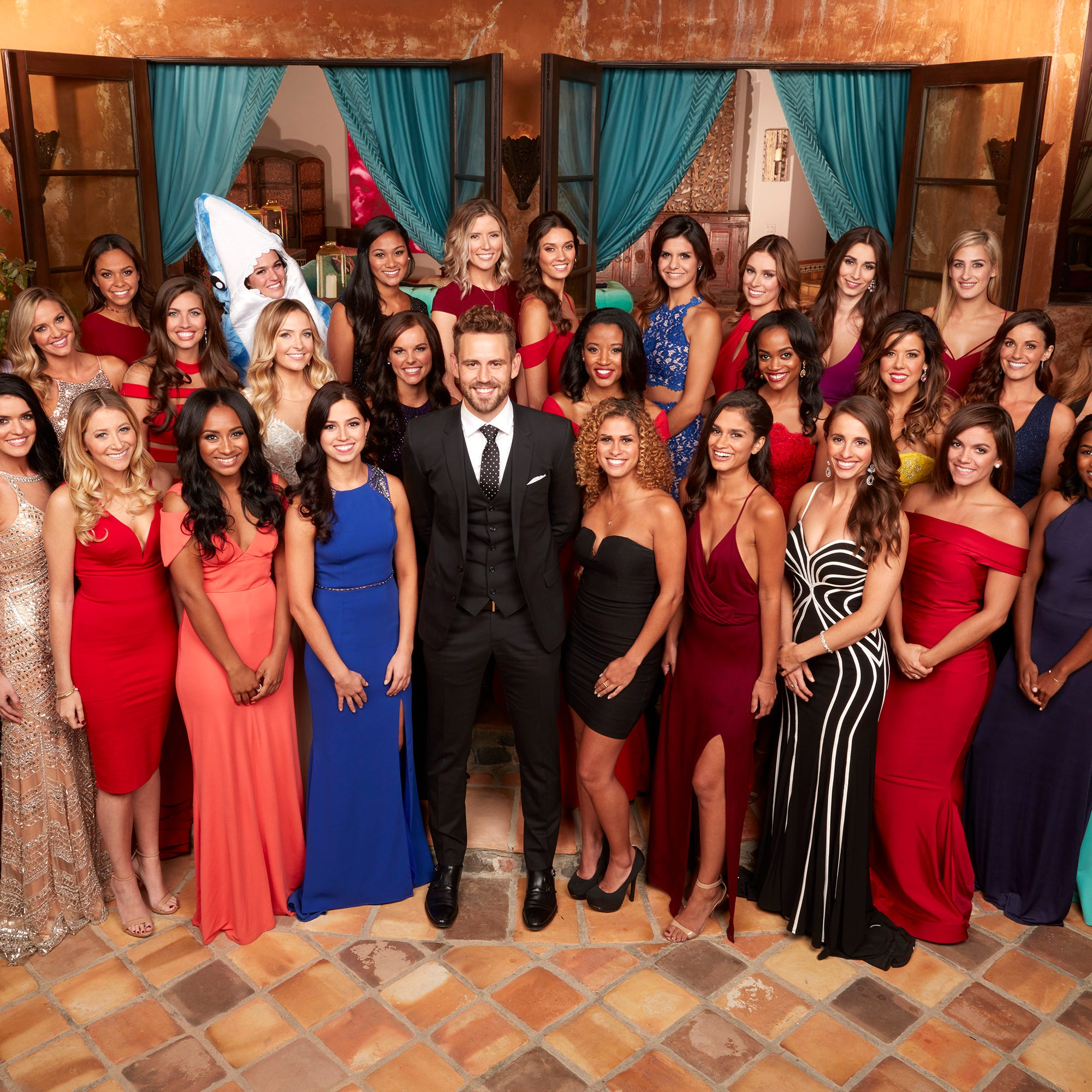 what do the bachelor contestants eat in the mansion - De Bachelor Girls Nick