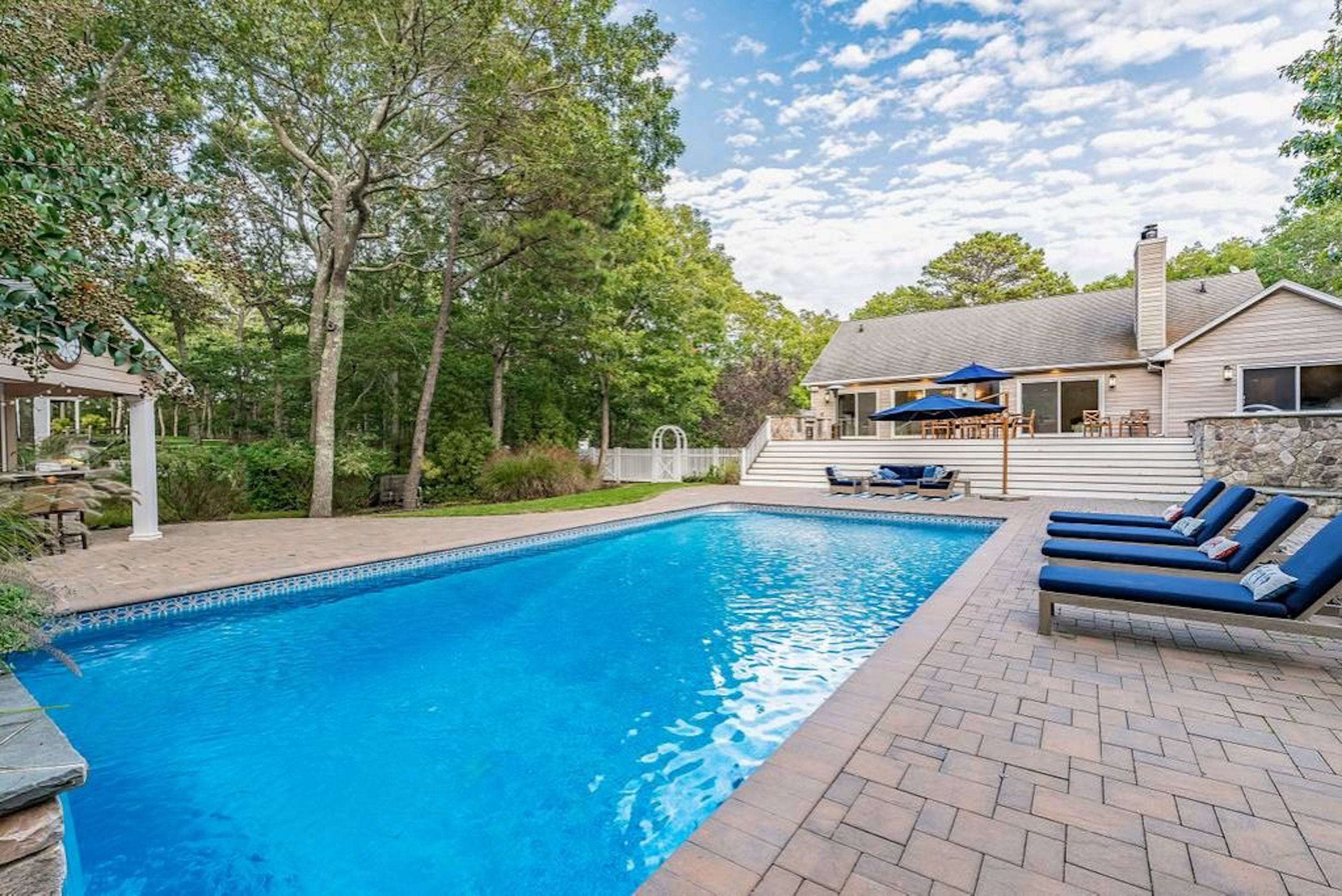 20 Affordable Hamptons Airbnbs To Rent With Friends This Summer