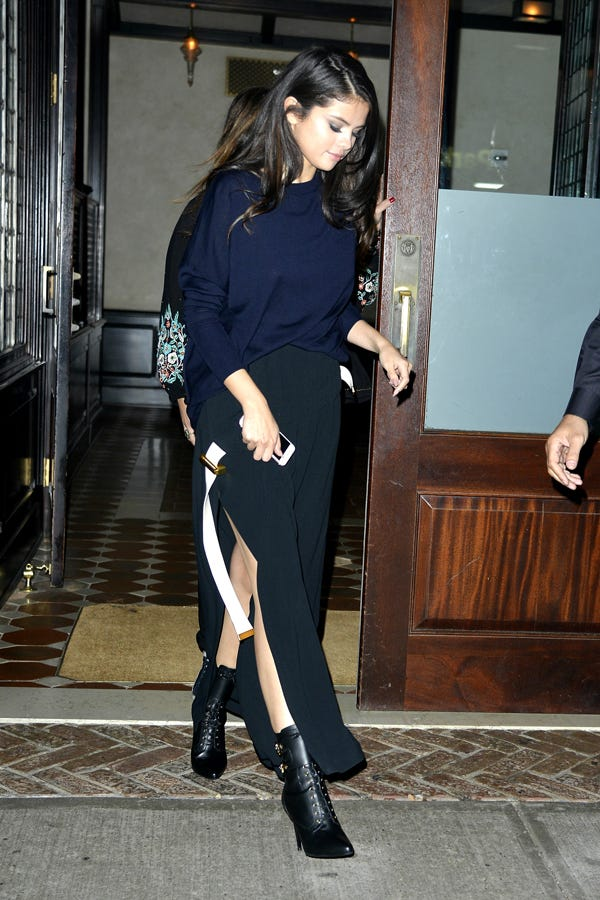 Selena Gomez Lookbook Outfit Inspiration Pictures