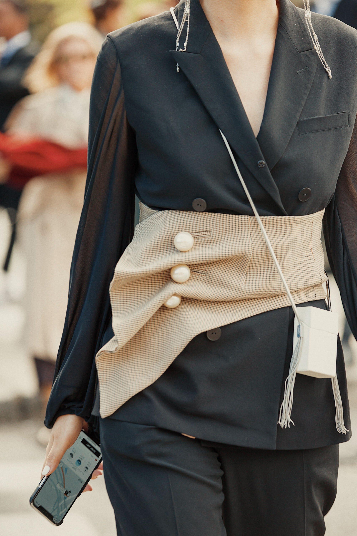 daea35e1fb6b https://www.refinery29.com/en-us/2018/09/210982/paris-fashion-week ...