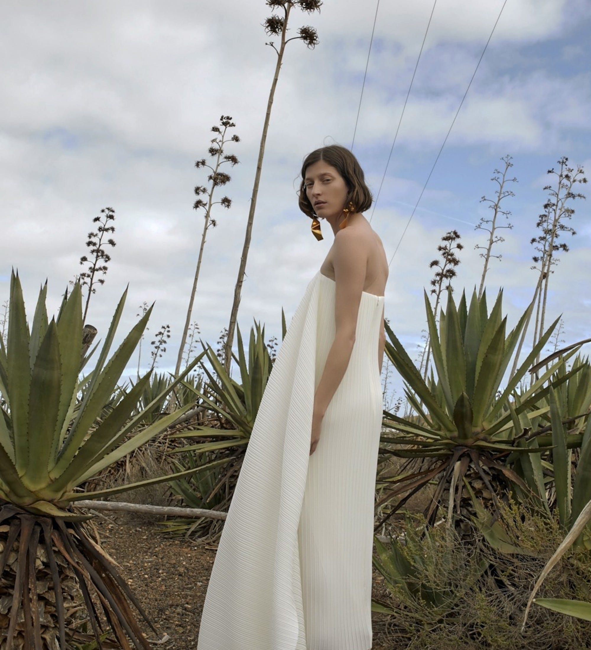25 Wedding Dresses That Are Perfect For A Beach Bride
