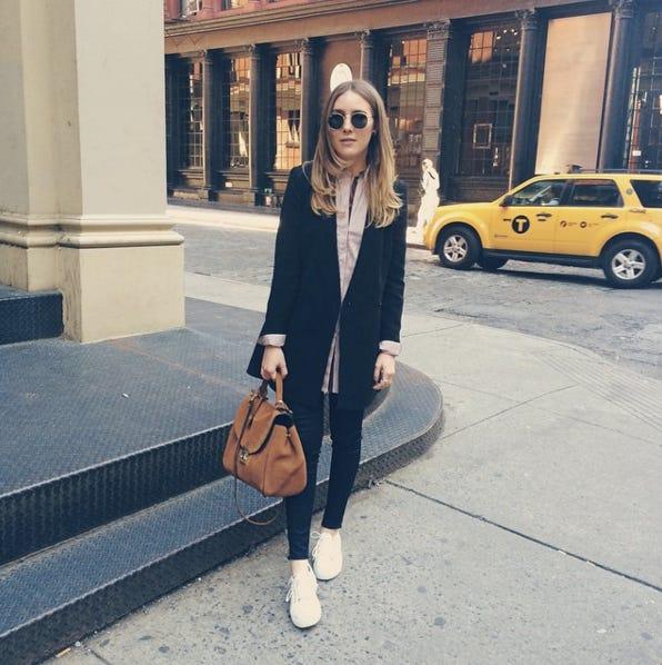 7ff4c92dc3af Instagram OOTD Fashion Blogger Poses