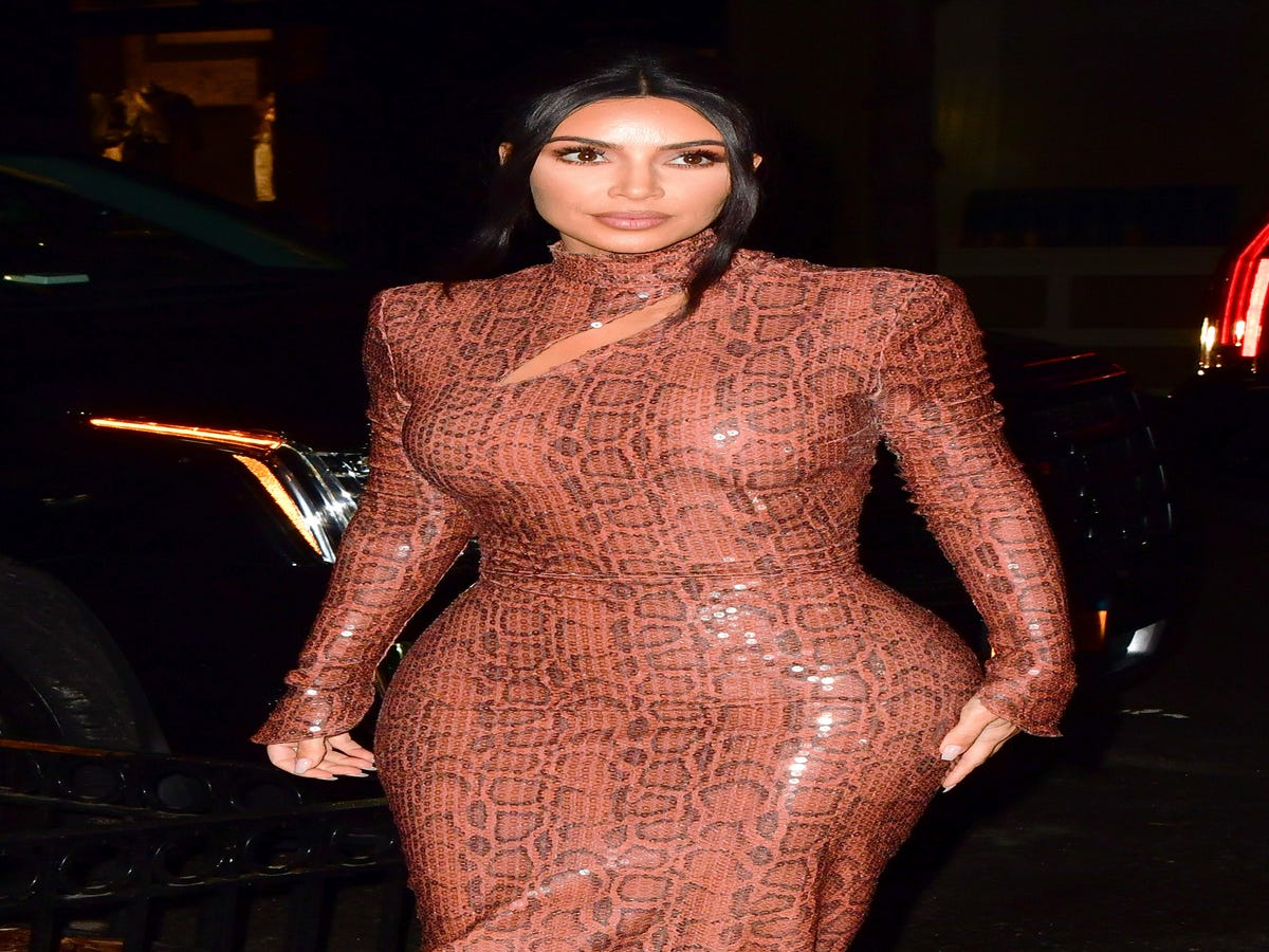 Kim Kardashian Posts Her  Psoriasis Face  — & How She s Treating It