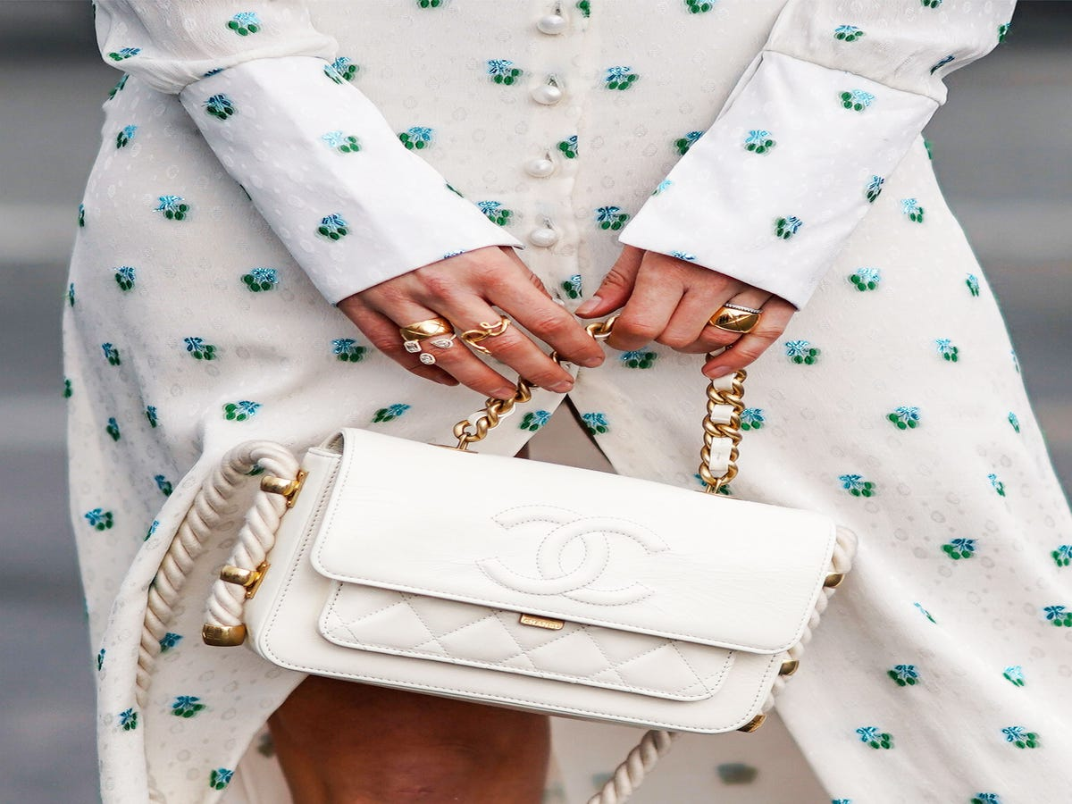 The Minimalist Guide To Chic — & Easy — Nail Art