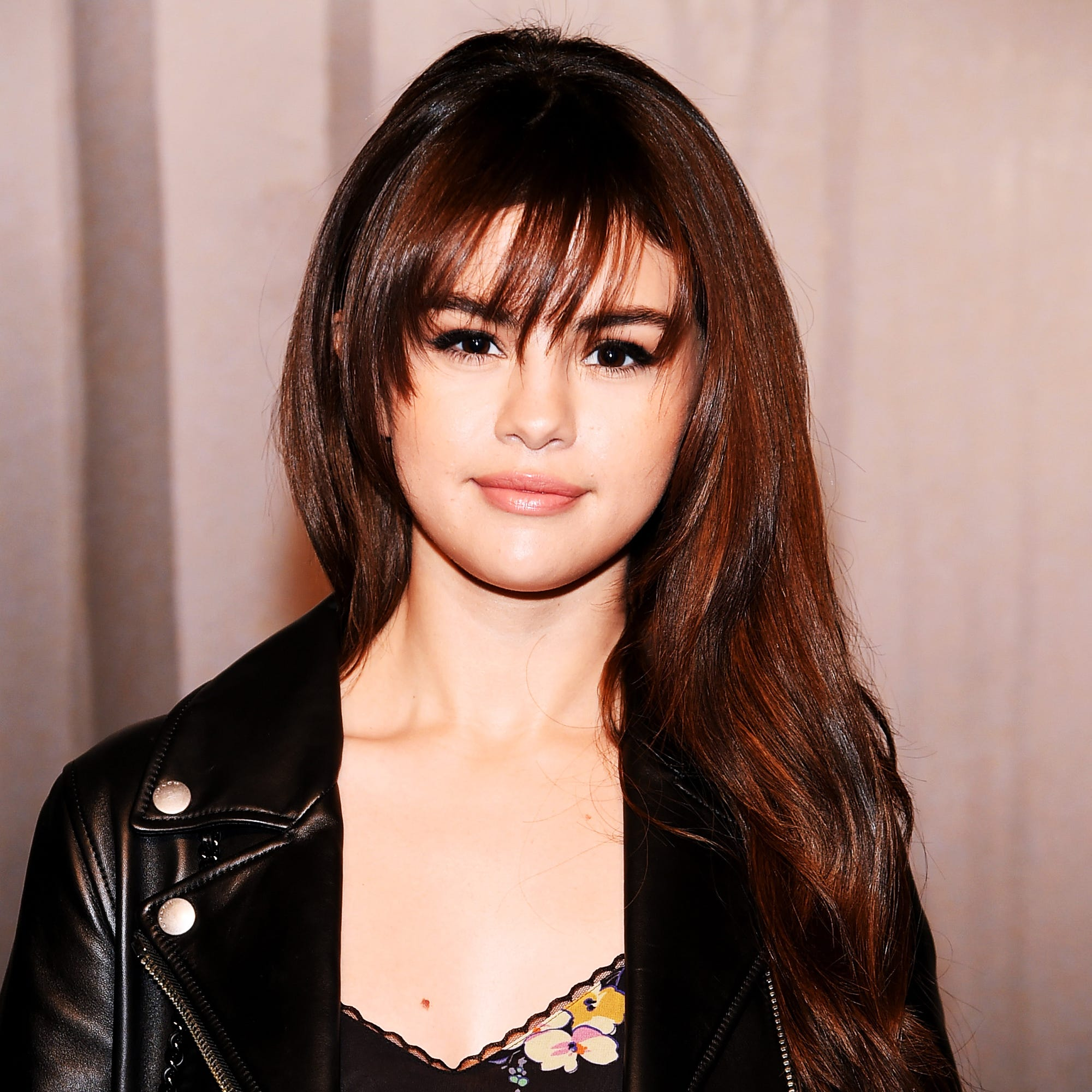 Selena Gomez Shows Off New Blunt Bob Wavy Hairstyle
