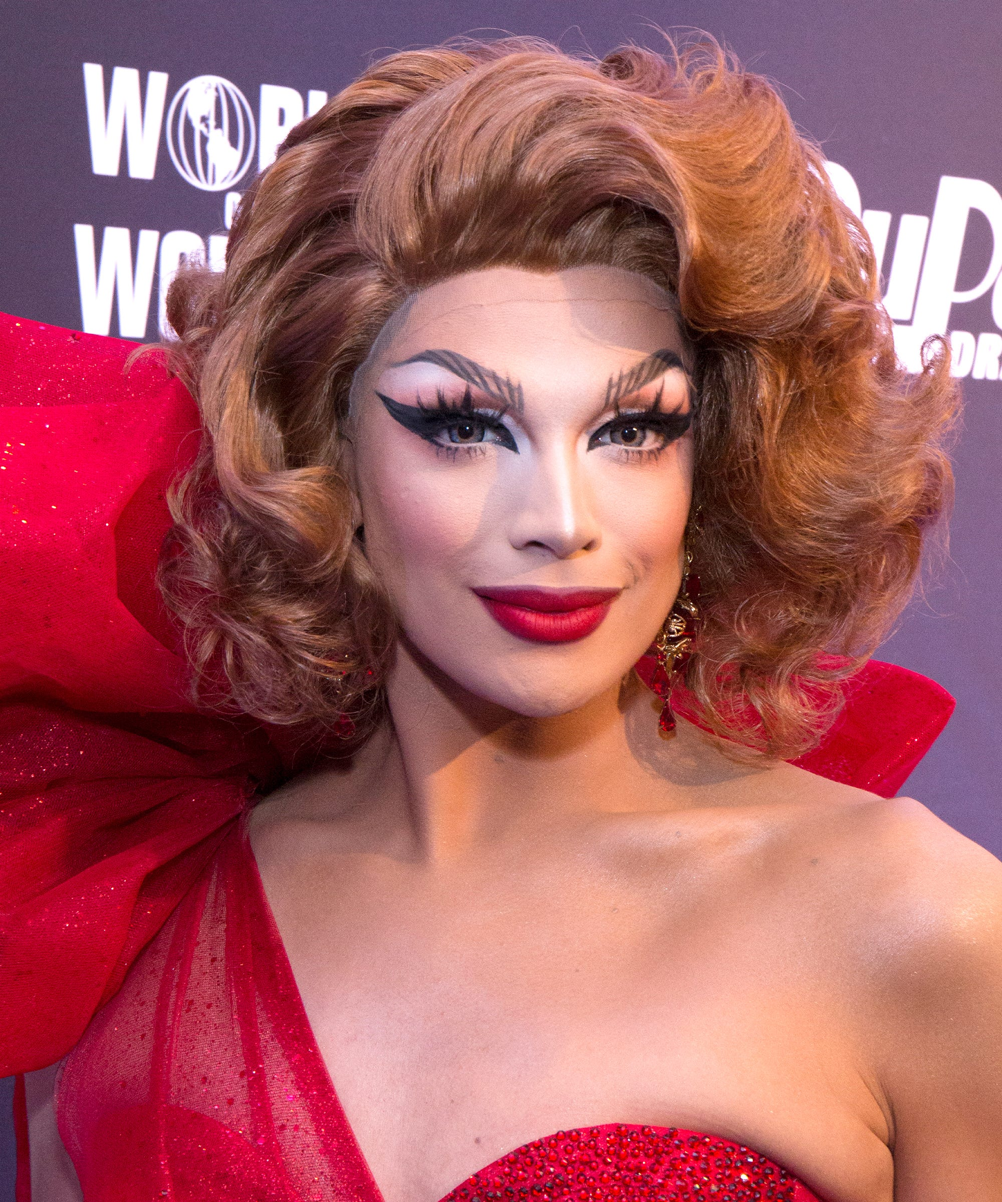best dating makeup tutorials to watch on netflix