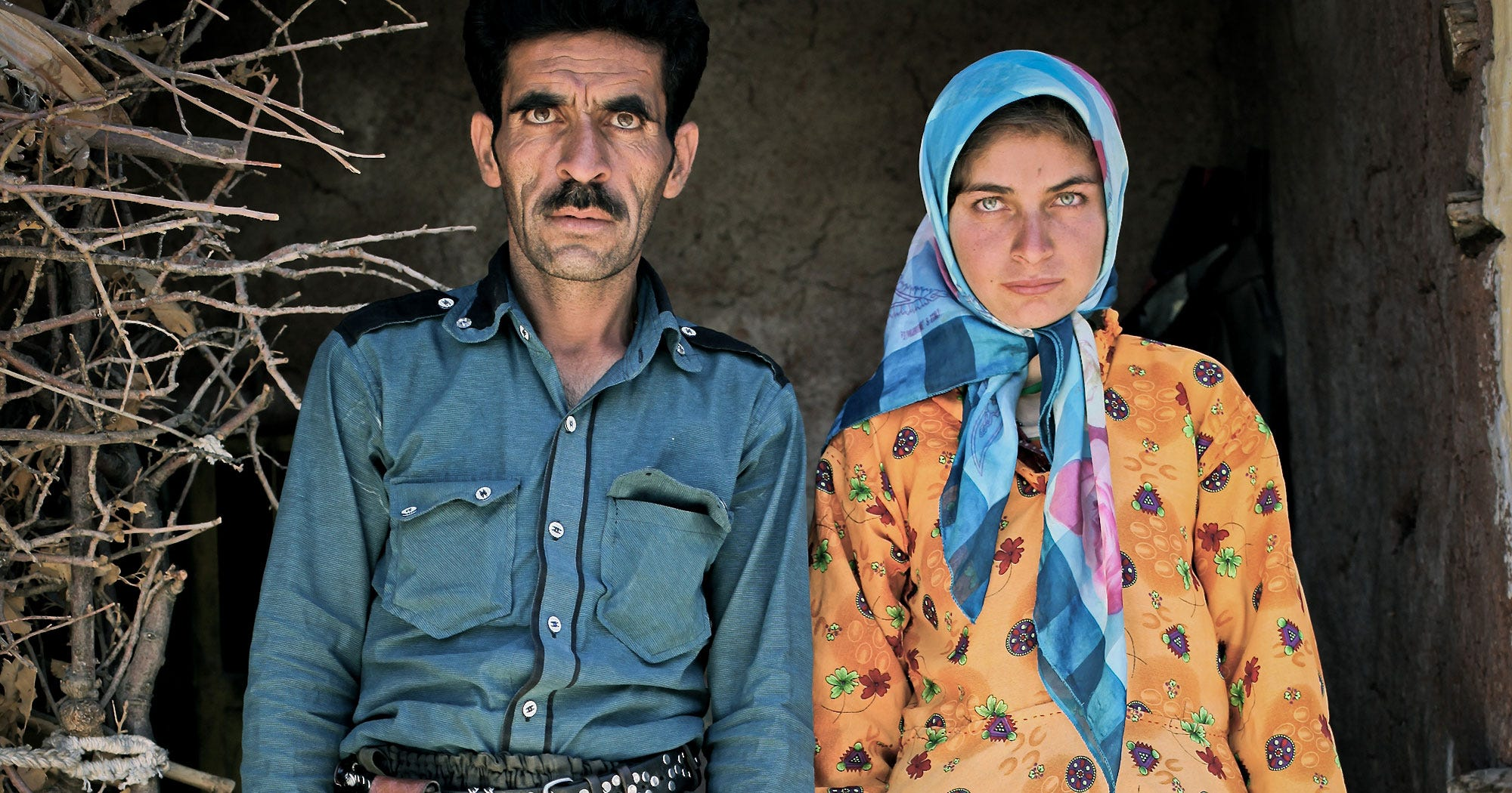 10 Moving Portraits Of Dads & Daughters That Show Real Family Life In Iran