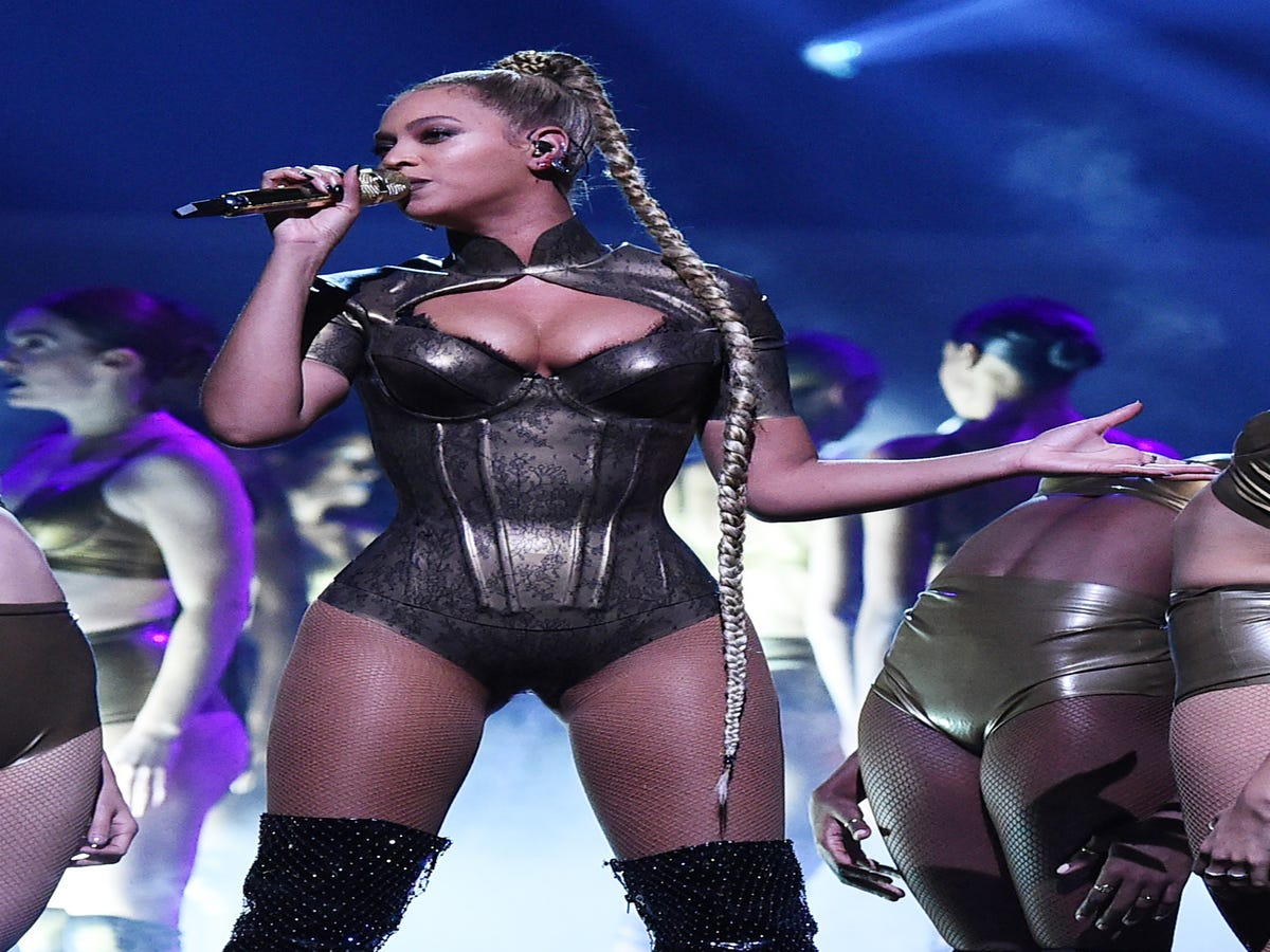 Beyoncé s Magical Braid Is Back — & Fans Are Going APES**T