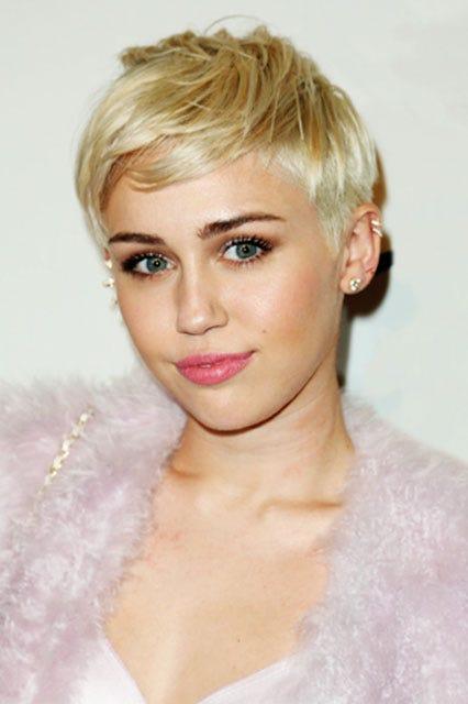 Blonde Haare Blaue Augen Lippenstift Blonde Haare Blaue Augen 2019