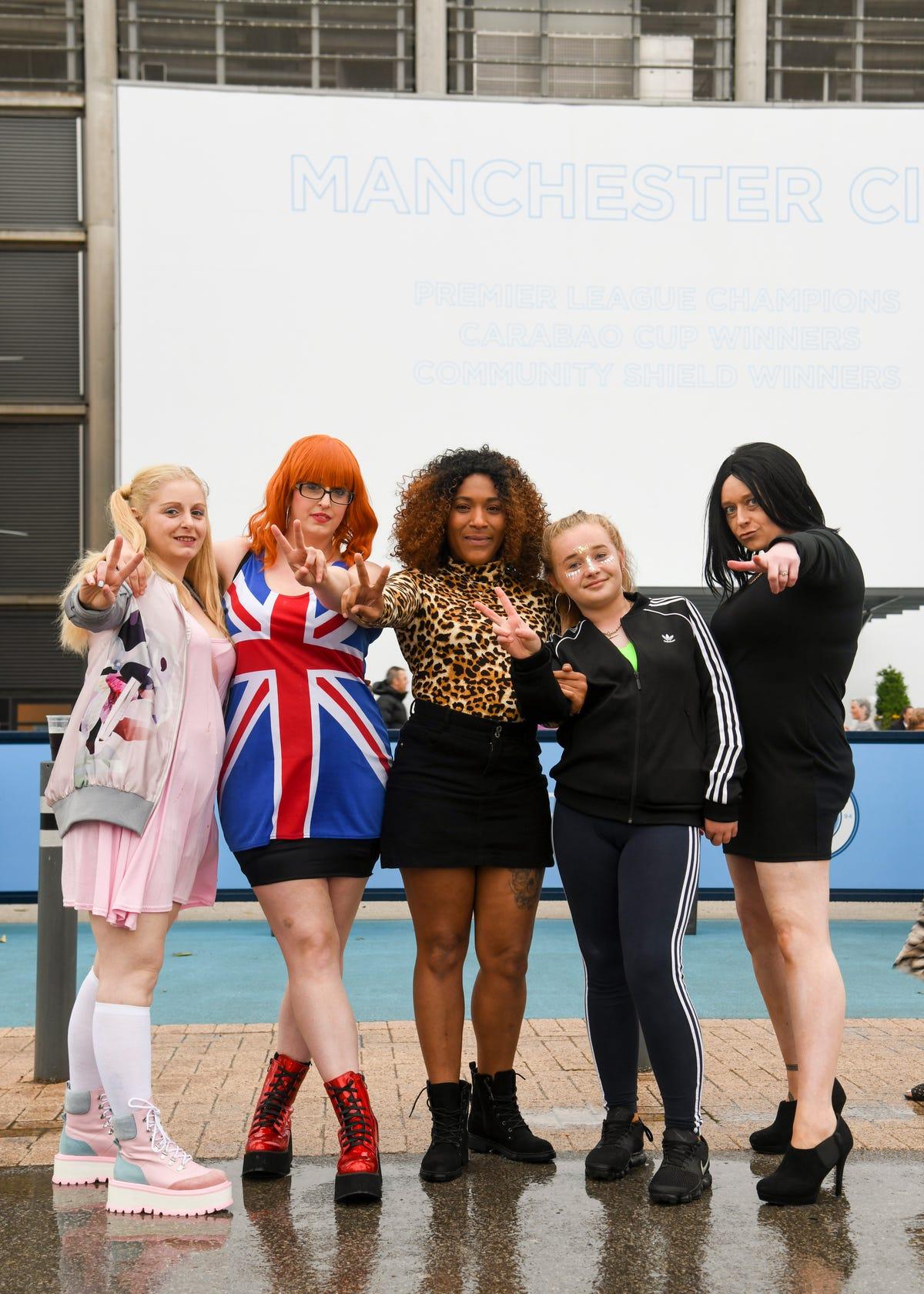 7d5756c26343 Spice Girls World Tour 2019 Manchester Fans