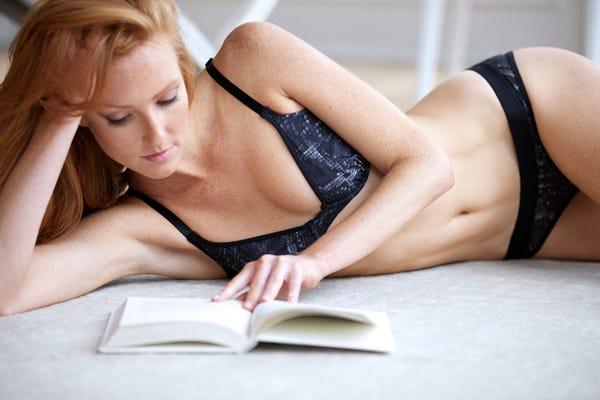 talk-sexy-busty-women-pics